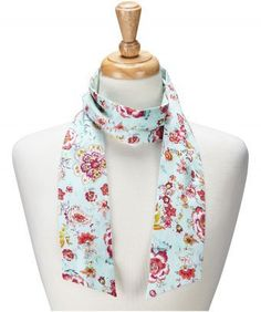 Bring a little vintage glamour to your look with a beautiful floral print – wear it as a scarf or style it as a headband. 134cm long x 8cm wide