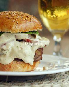 My favorite hamburger sauce Hamburger Sauce, Hamburger Recipes, Mini Hamburgers, Toast Sandwich, Weird Food, Food Test, Salmon Burgers, Mousse, Sandwiches