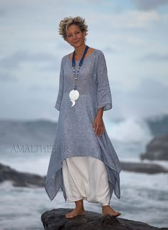 Coastal wedding : blue linen gauze tunic with white sarouel skirt