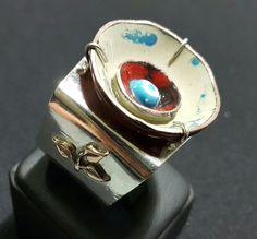 Gümüş yüzük - Silver ring;         Mineli kısım  Asuman KAYNAR üretimi - Enamelled piece produced by Asuman KAYNAR.