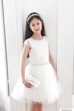This luxurious lace ivory pearl prom dress is perfect for any upmarket party or prom event and is a must have for any girls designer wardrobe. Dresses For Teens, Cute Dresses, Girls Dresses, Flower Girl Dresses, Prom Dresses, Party Fashion, Girl Fashion, Girls Designer Dresses, Baby Girl Dress Patterns