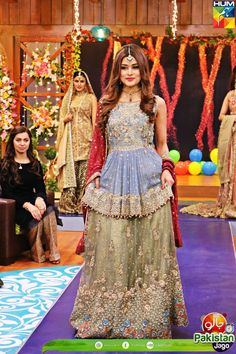Pakistani Fashion Party Wear, Pakistani Formal Dresses, Pakistani Wedding Outfits, Pakistani Dress Design, Bridal Outfits, Silver Wedding Gowns, Wedding Lehenga Designs, Bridal Mehndi Dresses, Frock Fashion