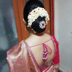 Indian Bun Hairstyles, Bride Hairstyles, Beautiful Saree, Beautiful Indian Actress, Beautiful Women, Bridal Hair Buns, Beauty Women, Beauty Girls, Sexy Blouse