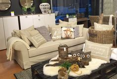 MIMOSA 3h sohva ja GALLERY-senkki Vantaan Porttipuiston myymälässä. #sisustusidea #sisustaminen #sisustusinspiraatio #askohuonekalut #sisustusidea #sisustusideat