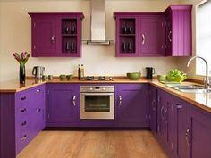 cozinha idéias de gabinete e parede decoração com uma cor roxa