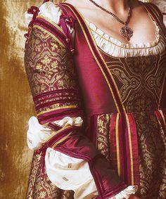 (detail) Vanozza Cattanei's dress. - season 1