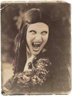 via Lovers of Darkness/FB Gothic Vampire, Vampire Girls, Vampire Art, Vampire Knight, Arte Horror, Horror Art, Horror Movies, Dracula, Dark Fantasy