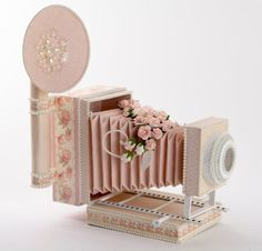 15 Paper Camera Crafts That Click - Craft Paper Scissors 3d Paper Projects, 3d Paper Crafts, Craft Projects, Paper Crafting, Album Photo Original, Scrapbooking Shabby, Paper Camera, Camera Crafts, Karten Diy