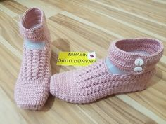 This Pin was discovered by Gül Crochet Shoes, Crochet Slippers, Crochet Blouse, Knit Crochet, Homemade Shoes, Slipper Socks, Crochet Videos, Bare Foot Sandals, Crochet Accessories
