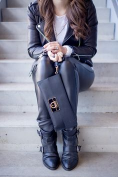 Black & White and Leather. Outfit details on: www.kodilife.com