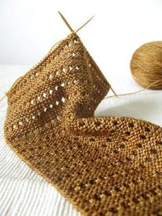 lacy baktus - free pattern! Cast on 4. Row 1: Knit 1, YO, knit the rest of the row. Row 2: Knit, make sure you knit the YO through the back loop. Rows 3 and 4: Knit. Repeat rows 1 through 4 by cgarcia280
