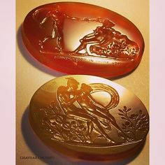Hand-carved intaglios with Hermes seducing some mortals Chavdar Chushev. Carnelian sard . . .  #intaglio #gem #intagliogem #carnelian #gemcarving #seal #sigillo #cameo #gemengraving #lapidary #jewelry #jewellery #classicalgreek #glyptic #sard #ringstone #antiquejewellery #ancientjewelry #ancientjewellery #antiquejewellery #handmade #handcrafted #глиптика #hermes #mythology #chalcedony #sealring  #handcarved