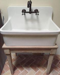 Bath room sink ideas vintage laundry rooms 28 Ideas for 2019 Vintage Laundry, Utility Sink Faucets, Laundry Mud Room, Laundry Tubs, Garage Sink, Laundry Room Sink, Wall Mounted Sink, Vintage Bathroom Sinks, Sink