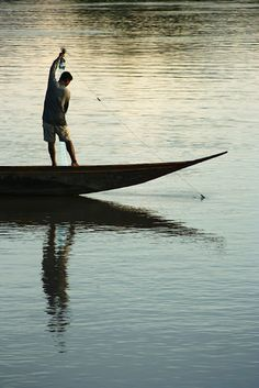 fisherman, Si Phan Don, Laos ©Simon Tupper