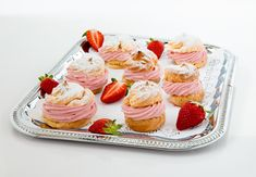 Find delicious recipes! Eclairs, Delicious Recipes, Yummy Food, Blitz, Cheesecake, Desserts, Food Cakes, Strawberries, Dessert Ideas