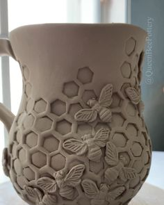 Porcelain ceramic honeycomb bee mug. Porcelain ceramic honeycomb bee mug. ,Kreativ – Beton, Ton, Gips Work in progress on a honeycomb inspired bee mug made out of porcelain clay. Slab Pottery, Pottery Mugs, Ceramic Pottery, Hand Built Pottery, Thrown Pottery, Ceramic Decor, Ceramic Clay, Porcelain Ceramics, Slab Ceramics