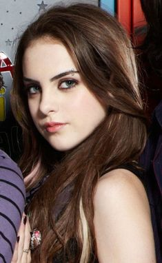 Picture: Elizabeth Gillies in 'Victorious.' Pic is in a photo gallery for Elizabeth Gillies featuring 4 pictures. Elizabeth Gillies, Elizabeth Olsen, Piercing Chart, Piercing Tattoo, Piercing No Rosto, Liz Gilles, Jade West, Face Piercings, Teresa Palmer