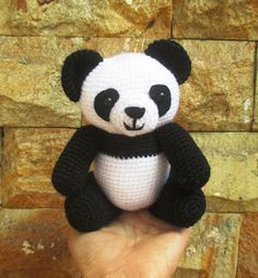 Amigurumi Panda. (Free pattern but needs translating).
