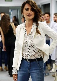 Penelope Cruz is the picture of sophistication in white blazer as she presents scholarship in Madrid Penelope Cruz, Fashion For Women Over 40, Trendy Fashion, Dots Fashion, Fashion Spring, Womens Fashion, Feminine Fashion, Blazer Fashion, Ladies Fashion