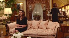 Gilmore Girls - A year in the life: Emily Gilmore's house. Girlmore Girls, Stars Hollow, Property Brothers, Antique Decor, The Life, Case, Movies And Tv Shows, Tv Series, Random Stuff