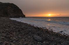 Atardecer y puesta de sol en La Playa del Risco de Agaete en Gran Canaria Tocar o desplazar la foto para ver toda la galería Los atardeceres y puestas de sol, en la playa del Risco de Agaete en Gra…
