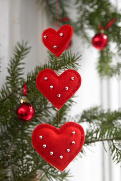 47 12 Pynt til juletræet - Hjerteuro - felt hearts ornaments - would decorate with seasonal trimmingsFelt Christmas Ornaments Christmas ornaments by ModernStyleHoliday - SalvabraniRed felt heart Christmas or Valentine's Day ornaments embellished wit Felt Christmas Decorations, Felt Christmas Ornaments, Noel Christmas, Homemade Christmas, Homemade Ornaments, Beaded Ornaments, Ornament Crafts, Snowman Ornaments, Valentines Day Decorations