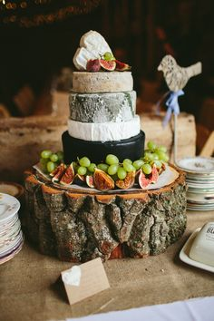 Cheese Cake Tower Stack Log Natural Rustic Hand Crafted Autumn Wedding http://www.epiclovephotography.com/