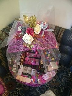 Giving gifts to those we love is not always an easy task. Indian Wedding Gifts, Desi Wedding Decor, Wedding Crafts, Bridal Gift Wrapping Ideas, Wedding Gift Baskets, Wedding Gift Boxes, Engagement Decorations, Wedding Decorations, Trousseau Packing