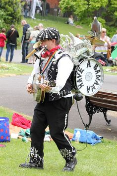 The One Man Band at the Dorchester Festival 2012 Preschool Sunday School Lessons, Royal Throne, The Dorchester, Street Musician, Man Band, Character Design References, Banjo, Mixtape, Musicians