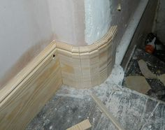 Curved skirting board corner