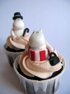 Moomin cupcakes....I don't know what a Moomin is but they sure are cute!