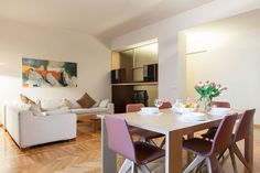 Ganze Unterkunft in Mailand, IT. This Via Brera gem is owned by one of the magnets of the fashion world.  It is furnished with top of the line furniture, art, beds.  It is a very large apartment in the heart of the city.  Just steps from top restaurants and shopping.