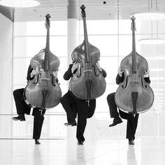 Dancing http://oigofotos.wordpress.com/2013/09/20/nikolaj-lund-rompiendo-moldes-visuales-mundo-musica-clasica/