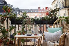 Scandinavian interior design details that will make your balcony more cozy and stylish. Photo by Dana Ozollapa and styling by Charlotte Lindholm for Historiska Hem. Small Balcony Decor, Balcony Ideas, Small Home Offices, Traditional Bedroom Decor, Apartment Balconies, Outdoor Spaces, Outdoor Decor, Scandinavian Interior Design, Tiny House Design