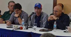 """El dirigente opositor y gobernador de Miranda, Henrique Capriles, afirmó hoy que """"matar el revocatorio no es un problema de la oposición sino de todos los"""