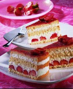 Biskuittorte mit Erdbeer-Kokos-Quark                              -                                  Eine leichte Torte mit Erdbeeren für den Sommer