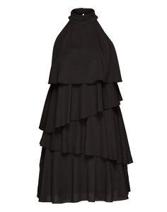 Elegantes Kleid von EDITED the label. Das hauchzarte Textil wird von einem formgebenden Layering-Look supportet. Die amerikanische Schulter bekommt durch den schmalen Stehkragen mit tonaler Knopfleiste und kurzem Schlitz rückseitig einen besonders femininen Appeal verliehen.