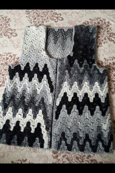 Hand Knitting Women's Sweaters Knitted Women's Vest, Cardigan, Sweater Knitting Blogs, Sweater Knitting Patterns, Knitting Designs, Hand Knitting, Knitting Sweaters, Pull Crochet, Crochet Shawl, Crochet Stitches, Knit Crochet