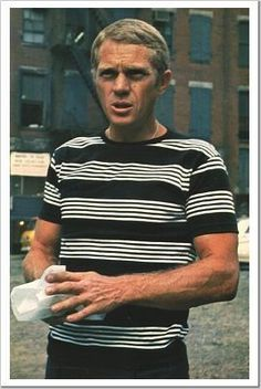 Steve McQueen already knew it striped T-shirts makes you look fresh and sporty. Vivien Leigh, Marlon Brando, Gene Kelly, James Dean, Elvis Presley, Steve Mcqueen Style, Steve Mcqueen Triumph, Steve Mcqueen Bullitt, Steeve Mcqueen