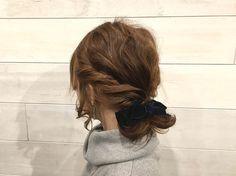 事前に髪を巻くと、髪にボリュームが出て上級者に見えます!