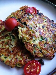A Healthy Makeover: July 2012 Zucchini cakes Made according to recipe, served with tomatoes and sour cream for dipping. New Recipes, Favorite Recipes, Healthy Recipes, Healthy Foods, Vegetable Recipes, Yummy Recipes, Good Food, Yummy Food, Gourmet