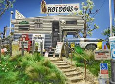 """Kelley's Hot Dogs"" 1/24 scale. By ""Doozy"" Yasu OKUGAWA. AMT 1/25 scale Open road camper. #diorama #model_cars #scale_model"