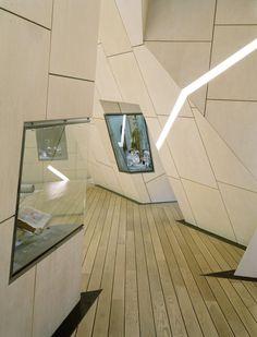 Danish Jewish Museum, Copenhagen, Denmark. 2003 | Studio Daniel Libeskind | Detail of vitrine (Images Courtesy Bitterbredt)
