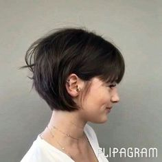 25 Latest Bob Hairstyles with Bangs 2017 25 Neueste Bob Frisuren mit Pony 2017 Bob Hairstyles With Bangs, Bob Haircut With Bangs, Short Hair With Bangs, Short Hairstyles For Women, Hairstyles Haircuts, Short Hair Cuts, Short Bob Bangs, Short Bob With Fringe, Pixie Bangs