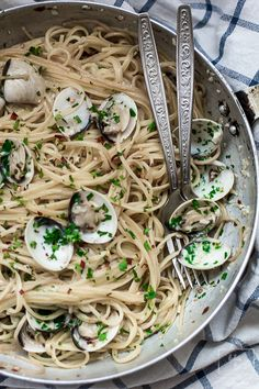 Spaghetti z małżami na białym winie