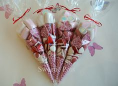 Put the sweets, dates and stuff in cones with a personalised label rather than bags Homemade Christmas Gifts, Homemade Gifts, Christmas Crafts, Christmas Ideas, Xmas, Party Bags, Party Favors, Candy Party, Favours