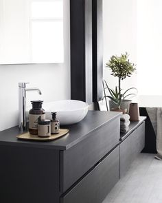 Dekton is a great option for bathrooms. Easy to clean, resistant to chemicals and the soft black of Dekton Ananke combined with clean colors is giving your wellness area a modern and timeless look. Bad Inspiration, Bathroom Inspiration, Interior Inspiration, Interior Cladding, Interior Architecture, Inside A House, Walking Closet, Style Deco, Sauna