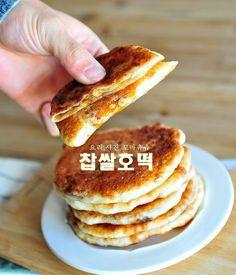 쫄깃쫄깃한 찹쌀호떡 만들기(호떡믹스없이 반죽만들기) 좋은 아침입니다. 날씨가 역시나 칼바람이 불고 나... Korean Dishes, Korean Food, No Bake Desserts, Dessert Recipes, Korean Dessert, Light Recipes, Baking Recipes, Bakery, Food And Drink