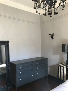 a pale grey for a summer goth with Dulux Silkwort