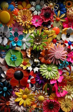 Mod •~• enamel flower brooches in various colors and patterns